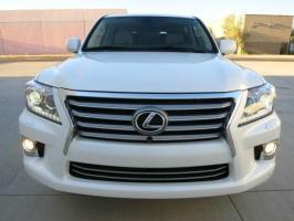 WHITE LEXUS LX 570 USED 2013 MODEL.